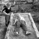 تمرین مراسم خاکسپاری قبل از مردن