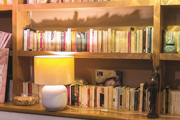 نورپردازی قفسههای کتاب